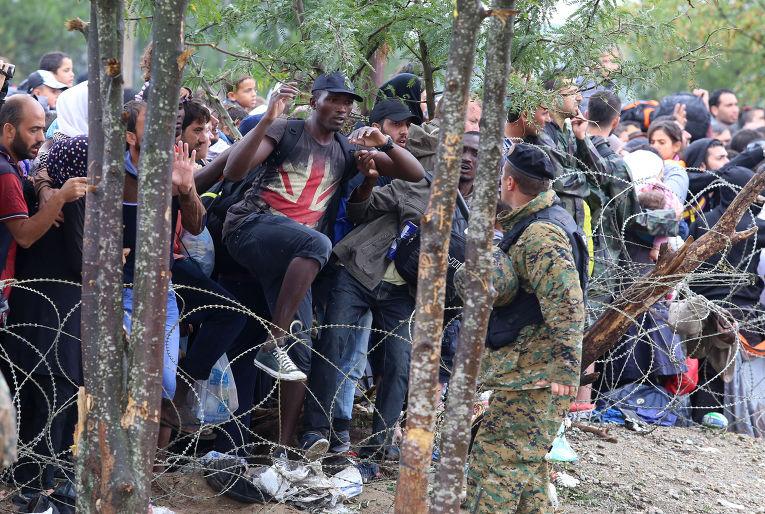 Беженцы из Африки и Ближнего Востока прорываются в Европу